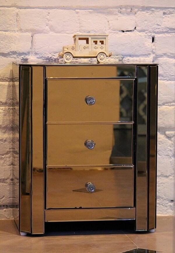 Modelo de criado mudo espelhado três gavetas