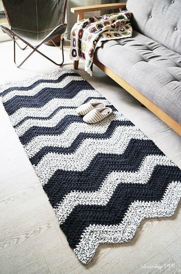 modelo simples de tapete de crochê para sala preto e branco Foto Ideias Decor