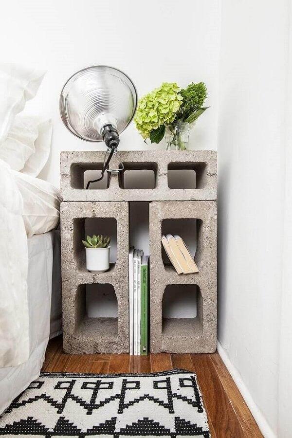Com blocos de concreto é possível criar um criado mudo