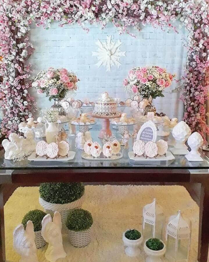 panel of flowers for decoration of christening girl Photo Joseane Soares Parties