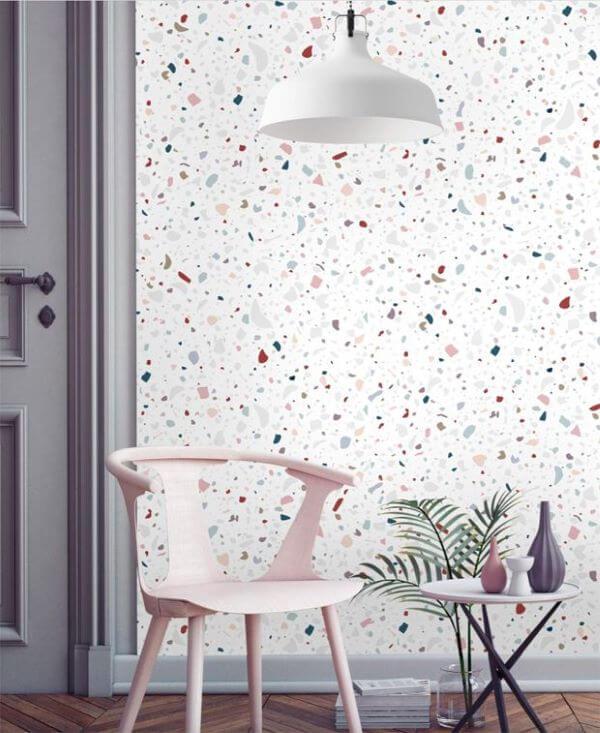 Papel de parede granilite com móveis cinza e cor de rosa