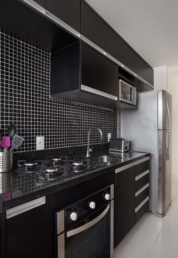pastilhas para cozinha preta compacta Foto Carolina Mendonça