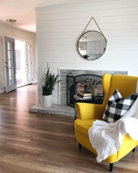 Poltrona amarela na sala clean