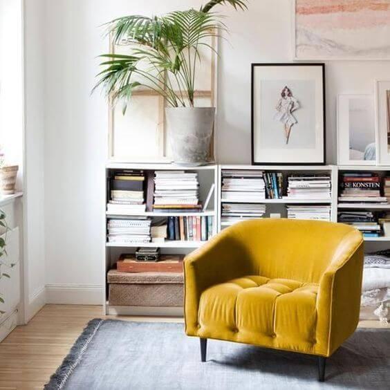 Poltrona amarela para sala de estar