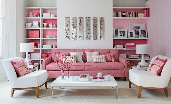Poltrona branca para sala cor de rosa
