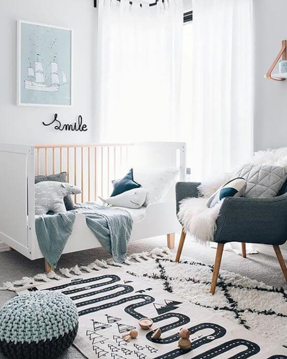 Poltrona cinza para quarto de bebê