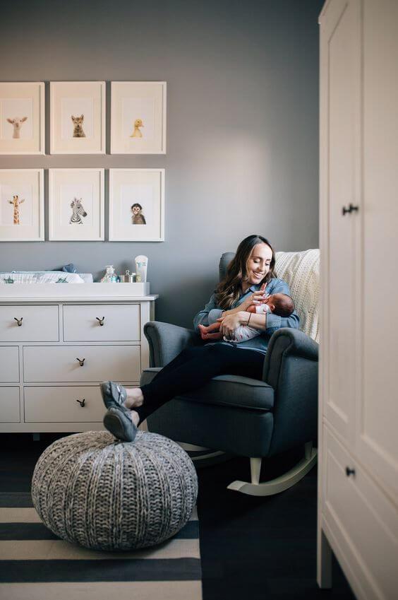 Poltrona de amamentação para quarto de bebê