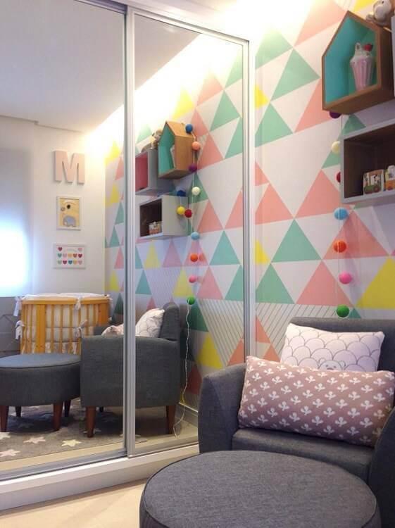 Poltrona de amamentação pra quarto colorido