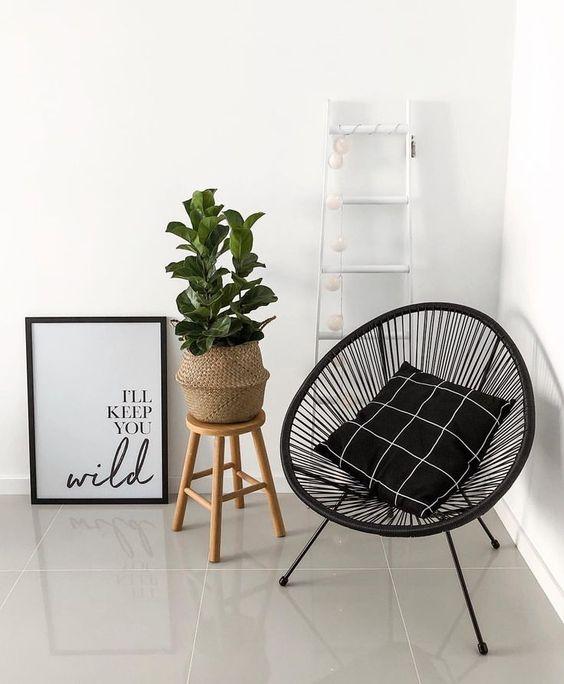 Poltrona preta e moderna para sala
