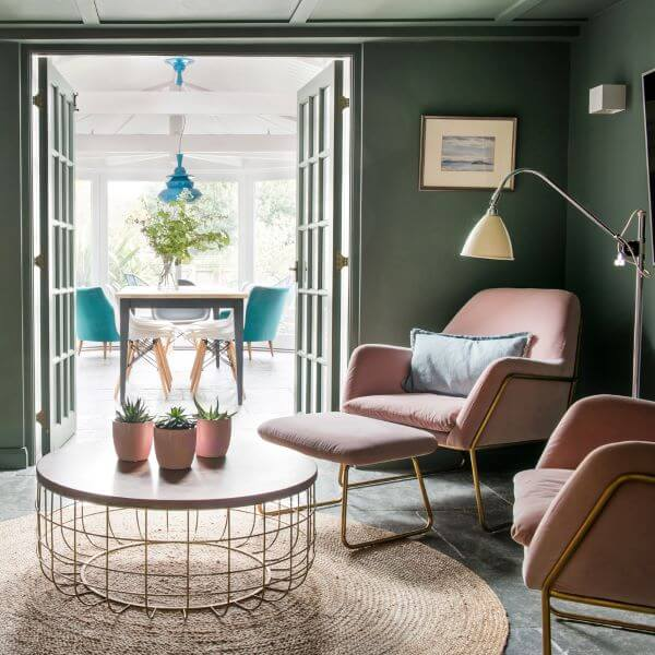 Poltronas cor de rosa para sala de estar