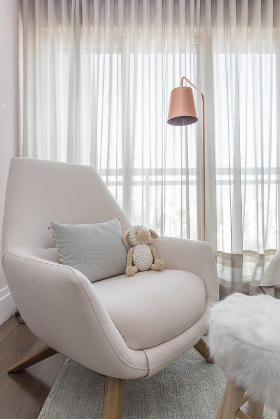 Compre poltronas confortáveis para deixar no quarto infantil
