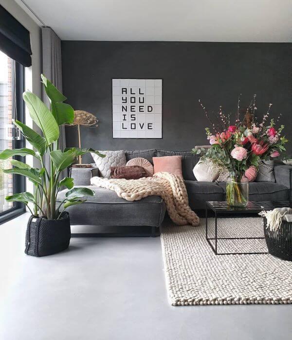 Sala moderna com porcelanato cinza