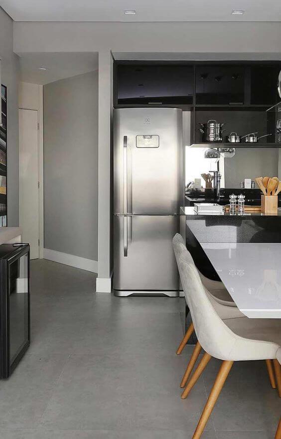 Porcelanato cinza na cozinha moderna