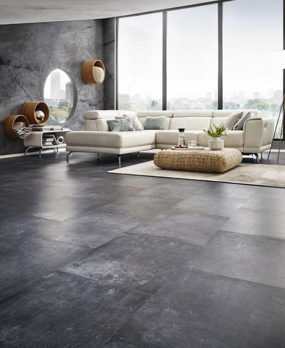 Sala de estar com porcelanato cinza escuro