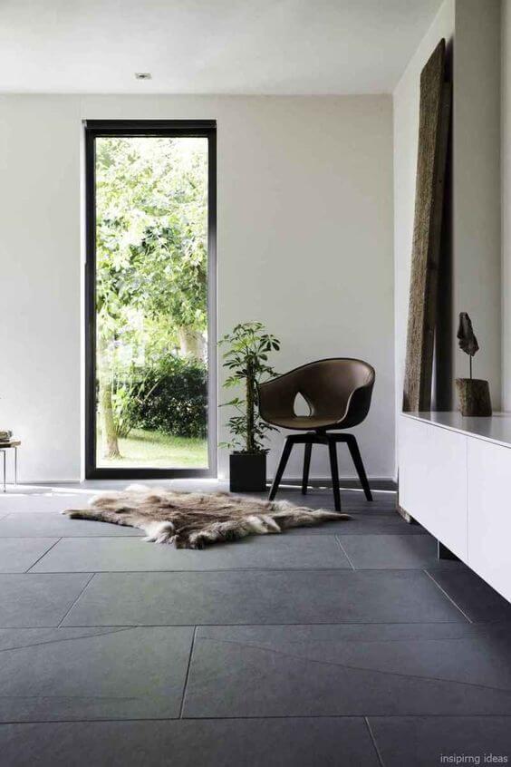 Escolha uma poltrona super confortável para usar na sala de estar e combianr com o porcelanato
