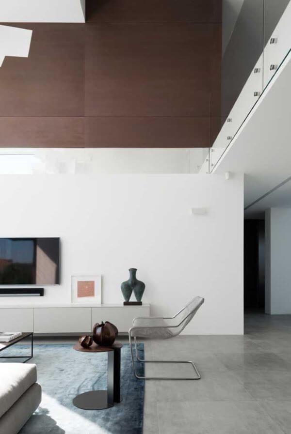Porcelanato cinza para sala ampla e minimalista