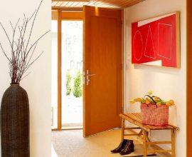 porta de madeira para sala decorada em tons neutros  Foto Webcomunica