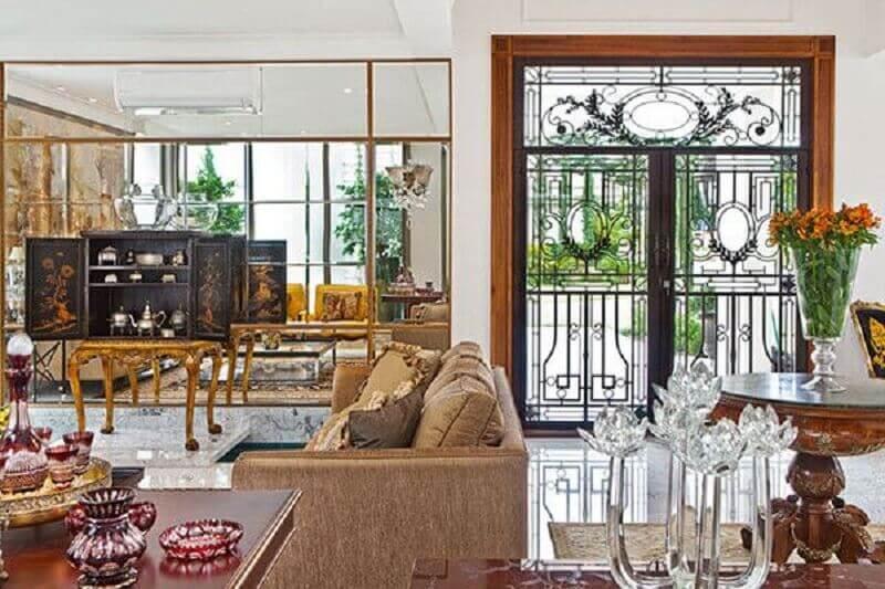 porta de vidro para sala com arabescos em ferro Foto Diana Brooks