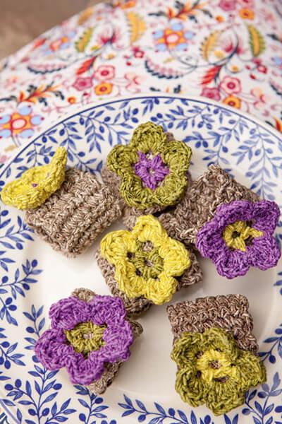 Porta guardanapo de crochê com flor