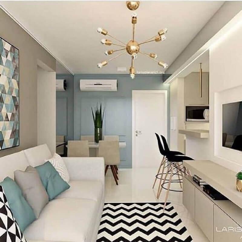porta para sala azul e branca com detalhes em preto Foto Apartment Therapy