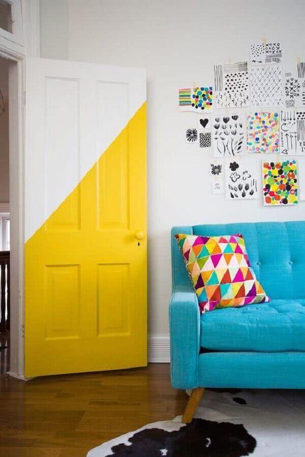 porta para sala pintada de branco e amarela Foto OkChicas