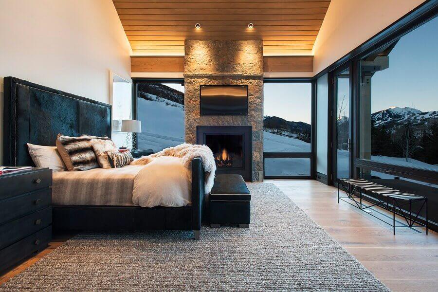 quarto preto e branco com lareira para decoração de casas de luxo Foto Houzz