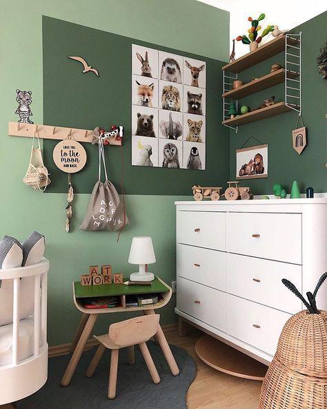 Quarto verde infantil com animais