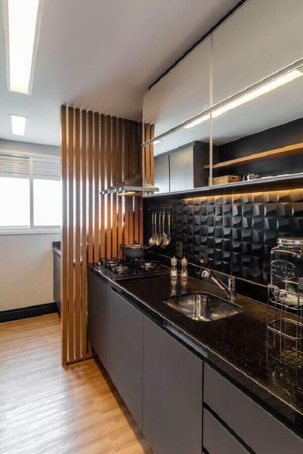 revestimento 3d para decoração de cozinha compacta preta Foto Revista VD