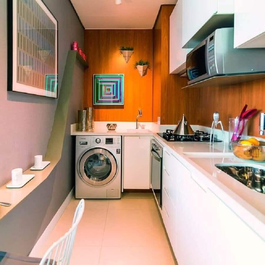 revestimento de madeira para parede de cozinha com lavanderia pequena Foto Kasa 102