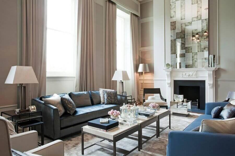 sala de estar com lareira para casas de luxo Foto The Sofa & Chair Company