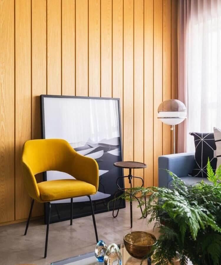 sala decorada com poltrona cor mostarda Foto Roberto Robl