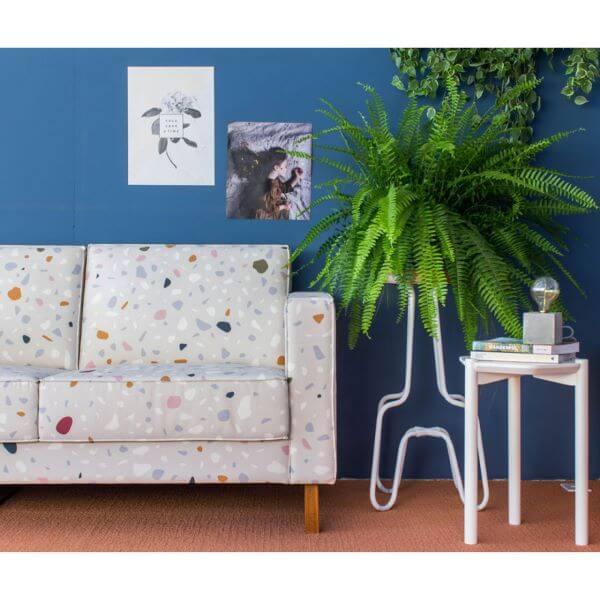 Sofá com estampa granilite na sala moderna
