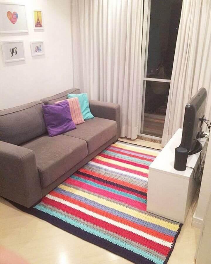 tapete de crochê para sala com listras coloridas Foto Leather Finish