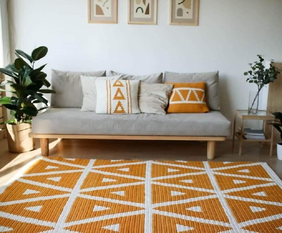 tapete de crochê para sala decorada em cinza e amarelo Foto Belkin Home