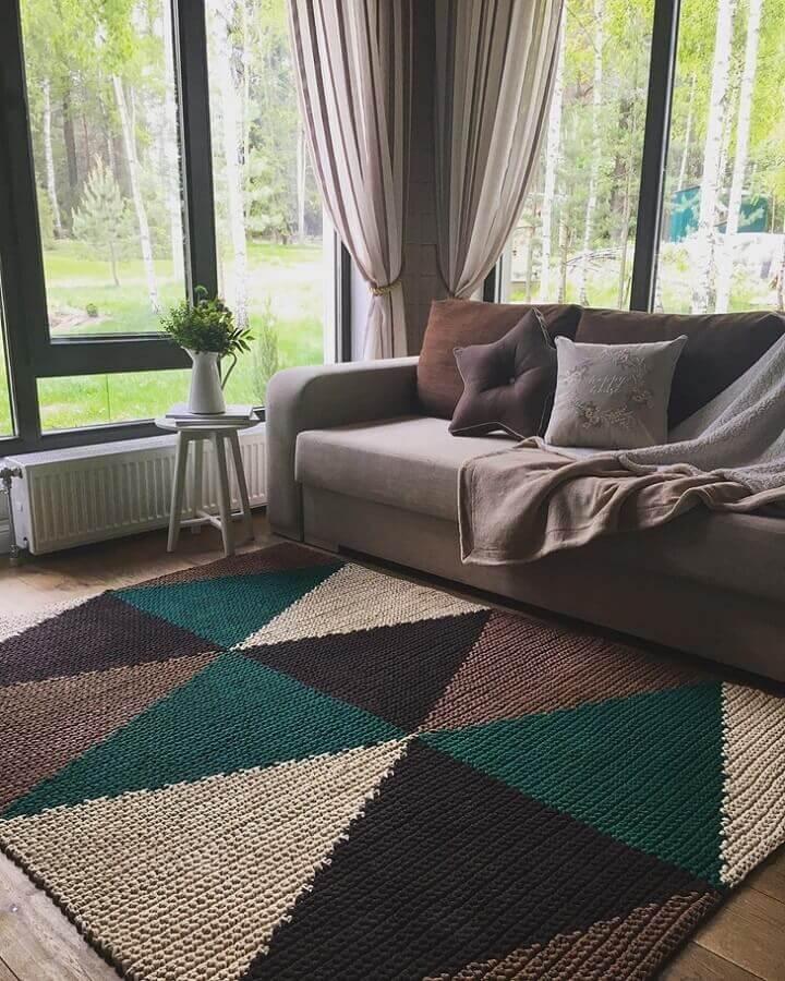 tapete de crochê retangular para sala com formas geométricas coloridas Foto Belkin Home