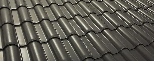 Aposte na telha esmaltada cinza para casas modernas