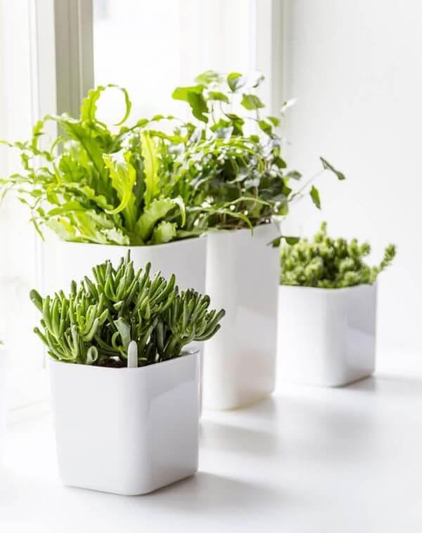 Vaso autoirrigável branco para jardim