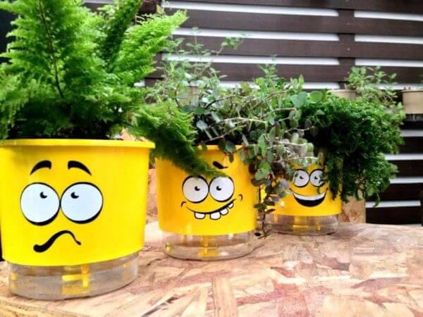 Vaso autoirrigável divertido para jardim