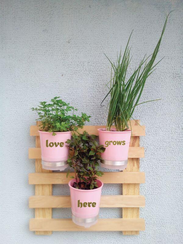 Vaso autoirrigável para jardim vertical em apartamentos