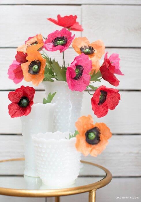 Vaso de flores de papel de seda coloridas