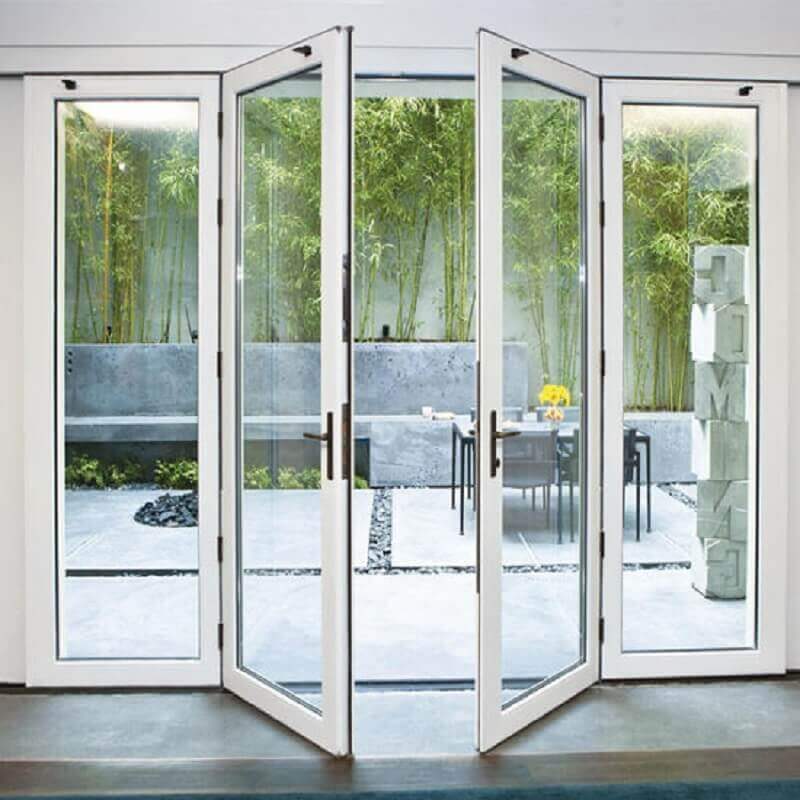 área externa decorada com porta francesa de vidro branca Foto Pinterest