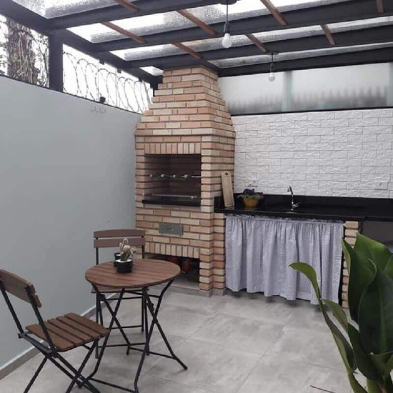 área gourmet simples com churrasqueira de alvenaria Foto Homify