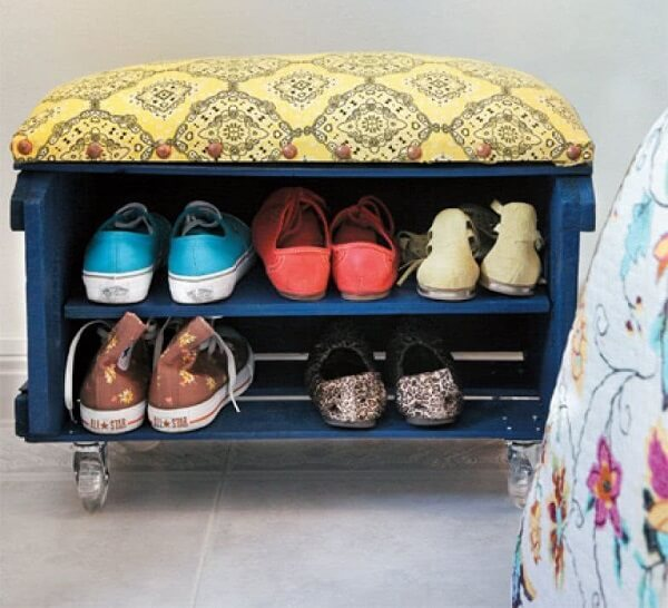 A caixa de feira se transformou em uma linda sapateira