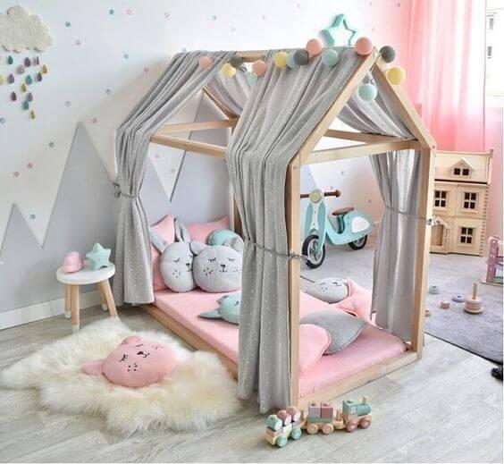 A cama infantil montessoriana ajuda no desenvolvimento das crianças