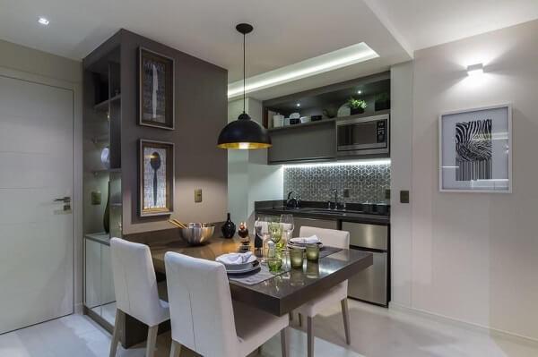 A cor branca das cadeiras para cozinha trazem neutralidade para a decoração