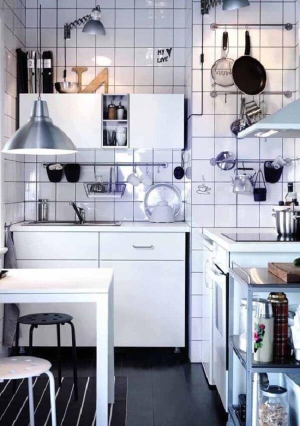 A cozinha modulada é perfeita para ambientes pequenos. Fonte: Pinterest