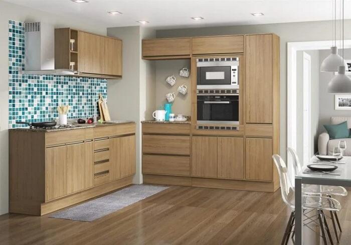A cozinha modulada com variedade de armários garante espaço de sobra para guardar itens de cozinha. Fonte: Decibal