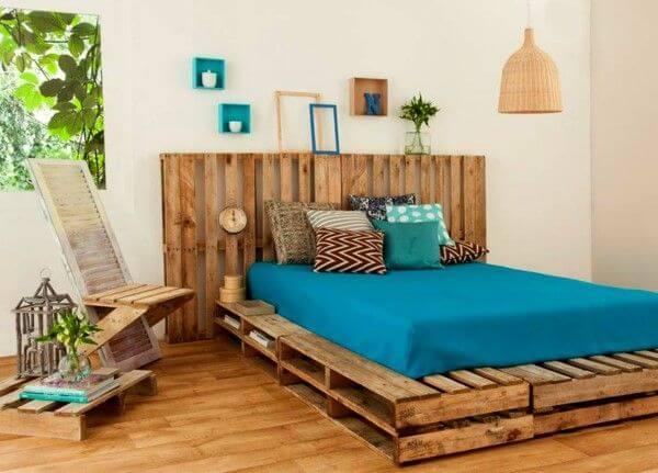 A madeira traz ainda mais aconchego para a decoração do quarto