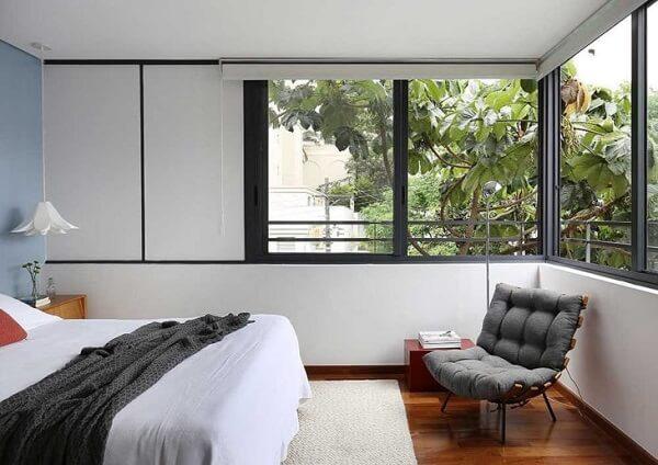 A poltrona costela pode decorar o quarto de casal