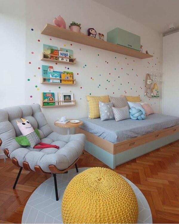 A poltrona costela traz ainda mais estilo para o quarto infantil